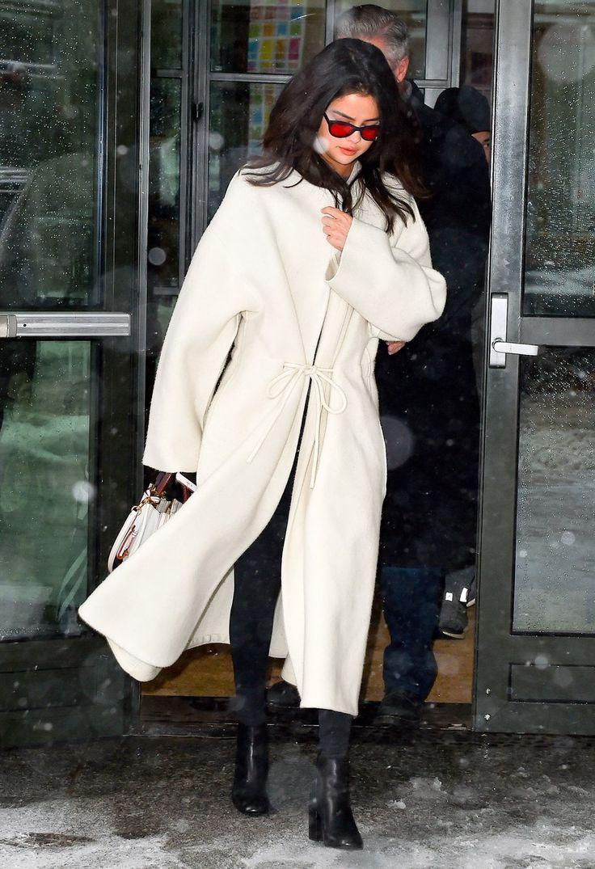 Selena Gomz wearing white coat in New York❤