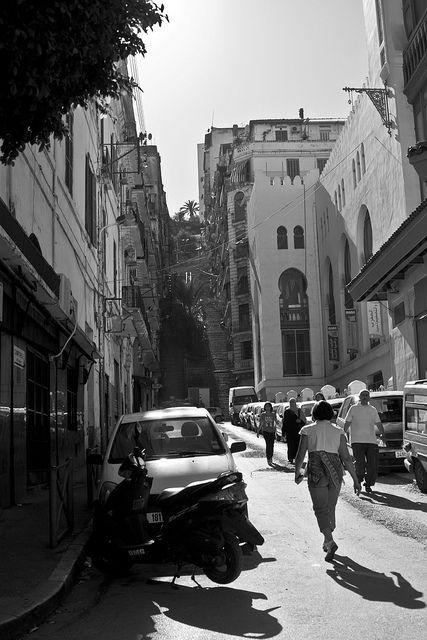 Elle constitue le cœur de la ville d'Alger, même si le cœur historique est constitué par la Casbah. Alger-Centre est la commune centrale de l'Alger moderne.