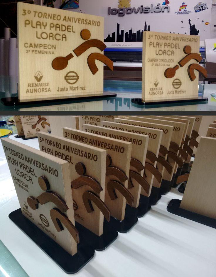 Trofeos en Madera con grabado y corte laser www.logovision.es