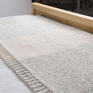 Pie de cama Tokio, gris claro y crudo