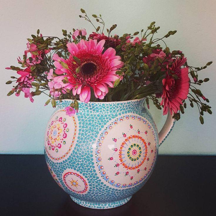 Mijn gestipte kan eindelijk klaar. Fijn weekend! My dotted jug finally done. Have a nice weekend! #stipstijl #dots #ceramics #servies #stippen #keramiek #painting #bloemen #flowers #porseleinverf #amsterdam
