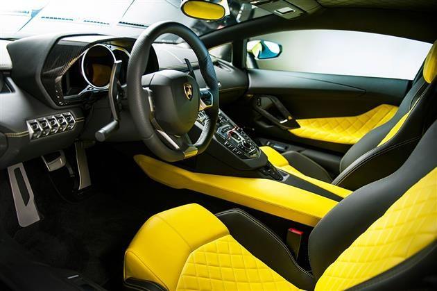 Lamborghini Aventador LP 720-4 50th Anniversary Edition interior