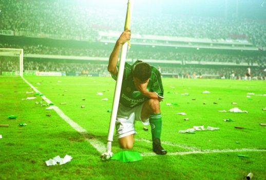 6/6/2000: Euller festeja gol contra o Corinthians