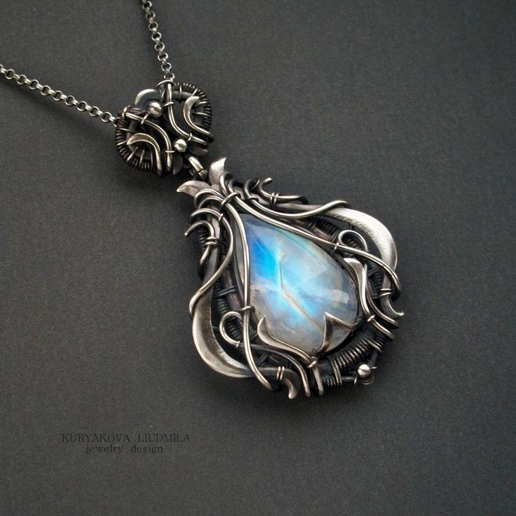 Silver pendant adularia moonstone