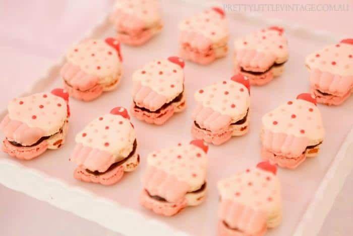 Há um tempo falamos aqui sobre como fazer uma festa de cupcakes. Então vamos dar mais umas dicas e sugestões de decoração. Uma dica para o fim de ano é faz