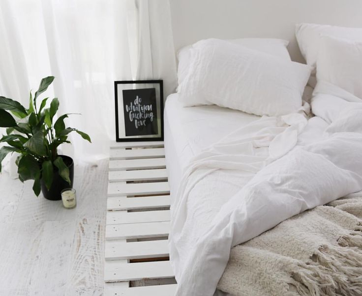 """Elle  on Instagram: """"NEW BLOG  How I Made My Pallet Bed  Also tips on styling a bedroom without much money. Head to ellefitactive.com to have a read and check out some photos ✨"""""""