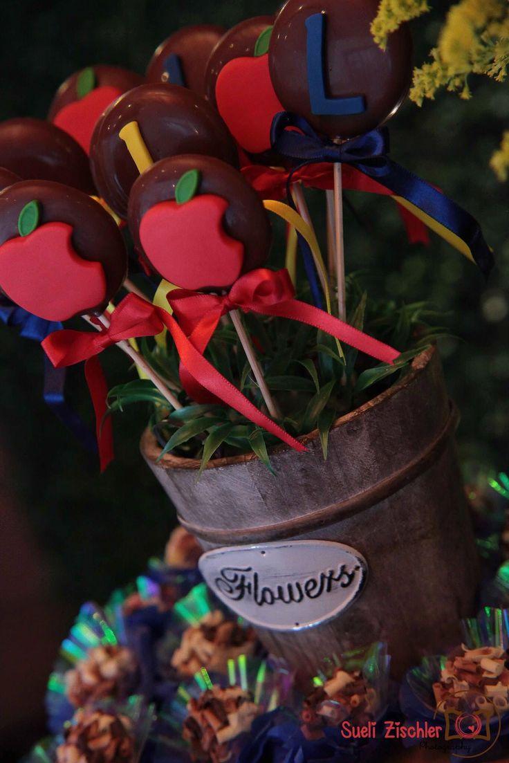 Pirulitos de chocolate decorados com maçã
