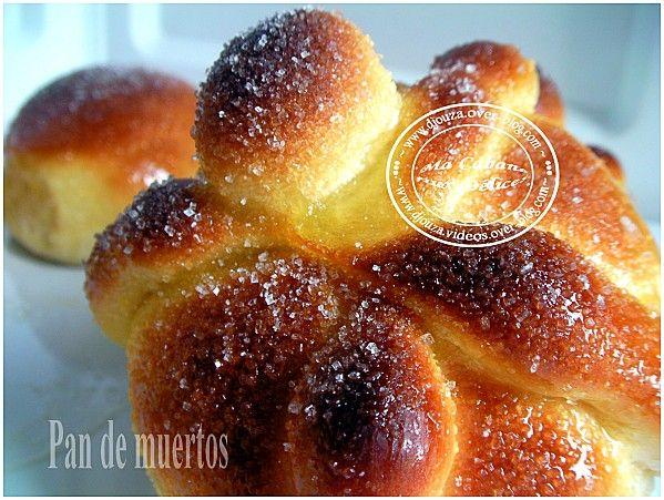 Ces brioches mexicaines Pan de muertos portent un nom bien particulier : les pains de la mort.elle est très légère et vraiment bien aérée avec un façonnage imitant