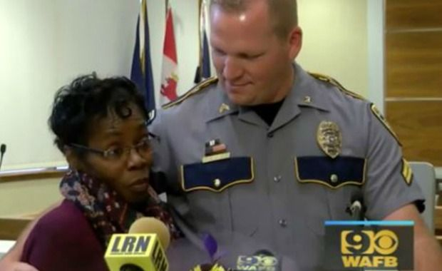 Baton Rouge Woman Is Saluted by Police and Mayor for Bravely Aiding Injured Officer