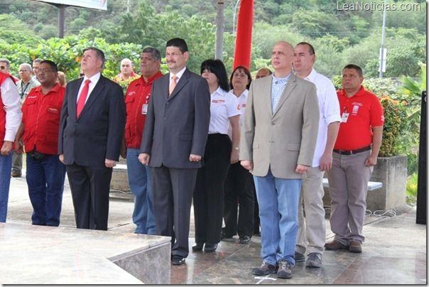 "Organismos del MPPTAA rinden tributo al Libertador ""Simón Bolívar"" - http://www.leanoticias.com/2012/12/18/organismos-del-mpptaa-rinden-tributo-al-libertador-simon-bolivar/"