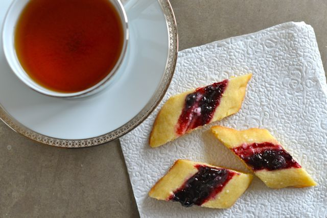 Danish Vienna Fingers / Blackberry-Lemon Slices | Recipe at Outside-Oslo.com