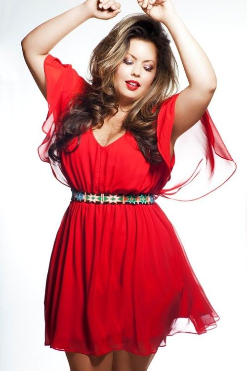 hourglassandclass:    This shot of plus size style looks gorgeous!  For more beautiful curves, check out my blog    fabulous Fluvia ! Shi xoxo