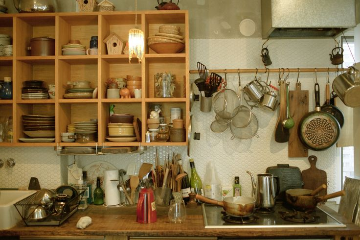 [the home of Takashi Horiuchi photographed by Megumi Seki, from ideelifecycling.com]
