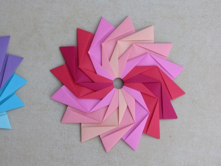 Model: Woven Star  Creator: Dasa Severova  No of Units: 16  #origami #papernpearlz