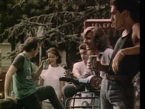Music video by Luca Carboni performing Silvia Lo Sai. (C) 1987 SONY BMG MUSIC ENTERTAINMENT (Italy) S.p.A.