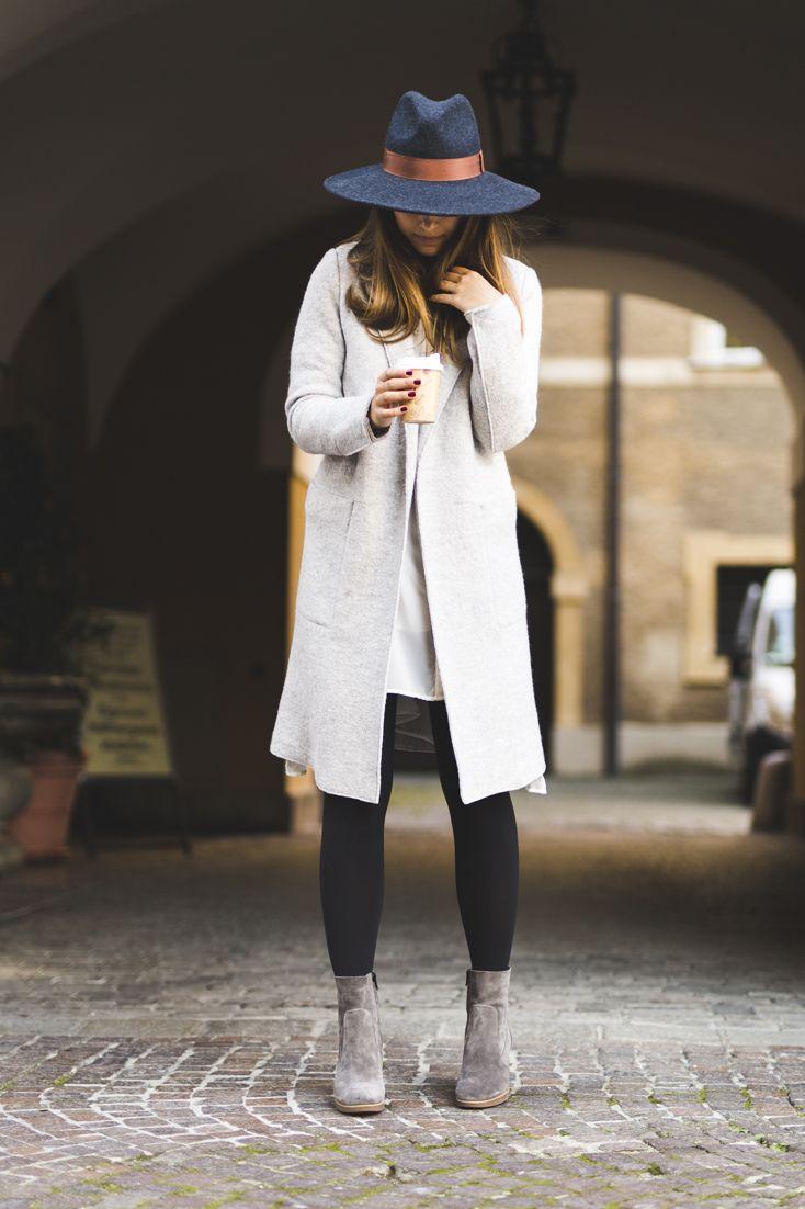 Hallo Herbst! Endlich können wieder Mäntel und Hüte getragen werden. Was nicht fehlen darf? Passende Stiefeletten! Verschiedene Modelle gibt es hier: paul-green.com #paulgreen #stiefeletten #style