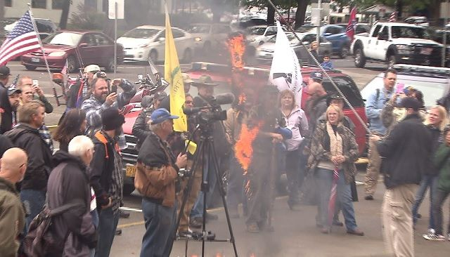 A pro-gun rights rally on the steps of the Oregon State Capitol brought about 100 open-carry advocates to Salem who hung and then burned Gov. Kate Brown in effigy.
