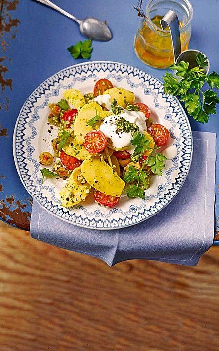 Kartoffel - Tomaten - Salat mit Pesto - Vinaigrette, eine perfekte Beilage zum Grillen