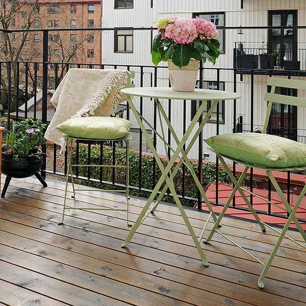 15 Green Decorating Ideas for Small Balcony, Spring Decorating. Great place for a cup of coffe or a small meal.