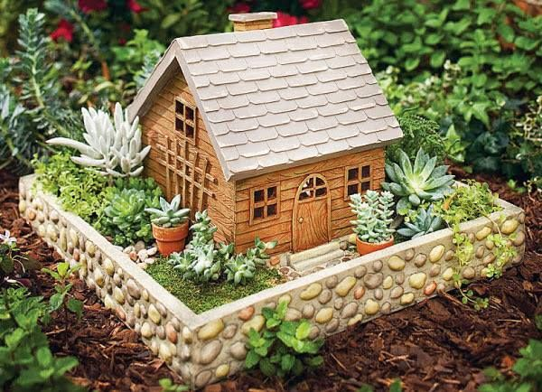 Como fazer um mini jardim decorativo Quando decoramos nossa casa, nos focamos em deixar cada cantinho dela mais elegante, bonito, aconchegante e convidativo, tanto para nós como para amigos e familiares que nos visitam. Decorar com terrário, mini jardim ou mini floresta é fácil, fica muito lindo e é divertido fazer um. Se você tem…