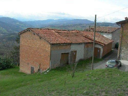 Serramazzoni (Modena): Vendo da privato appartamento mai abitato con ampio terrazzo e tetto in legno. Contatti: claudioiseppi@alice.it - 335/54.13.431 - 0536/95.43.60. Appartamento mai abitato, su 2 livelli.  Tetto in legno a vista. Ampio terrazzone.