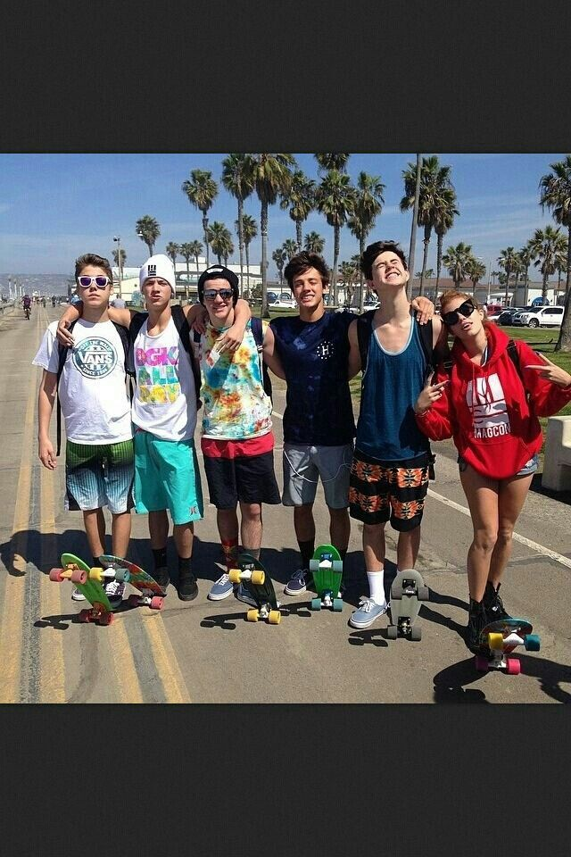 Matthew Espinosa,Taylor Caniff,Aaron Carpenter,Cameron Dallas,Nash Grier, and…