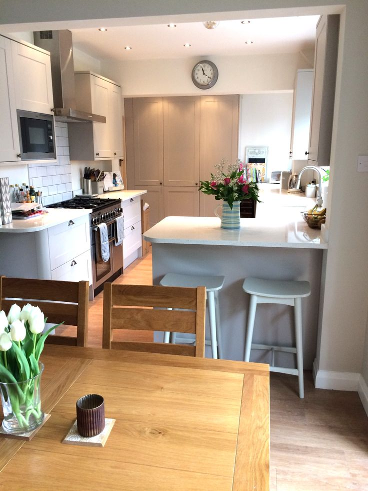 Renovation of a kitchen diner. Kitchen by Howdens, oven by Rangemaster, Flooring by Amtico & Quartz worktops
