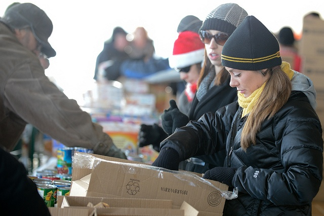 UW Oshkosh students, faculty and staff assisted with the Oshkosh Mobile Food Pantry at St. Vincent de Paul on Dec. 21, 2012.
