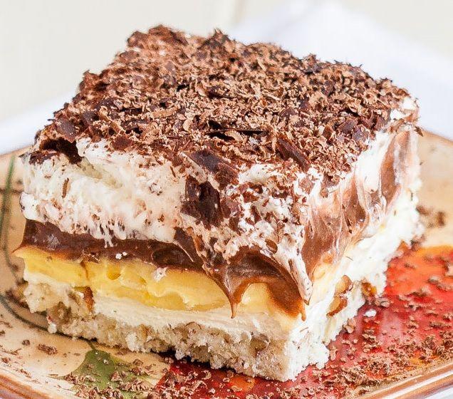 Guszta, ízletes, csábító. Az ízek tökéletes harmóniáját tapasztalhatod meg, ha megkóstolod ezt a sütit. Kár lenne kihagyni :-)  Hozzávalók: Tészta: 120 g apróra vágott dió 45 g kristálycukor 60 g vaj 120 g liszt Sajtkrémes...