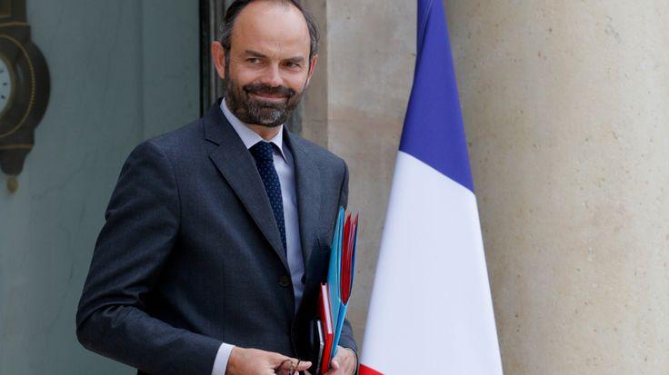 Edouard Philippe assure syndicats et patronat de l'importance qu'il accorde au dialogue social   PAROLE  PAROLE!!!!!!!!