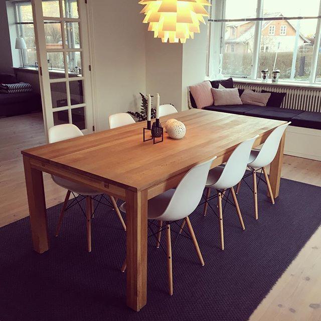 Nyt spisebord og stole  #spisestue#spisebord#eamschair#egetræsbord#nordiskehjem#nordichome#nordicdesign#eames#kubus#kubusbylassen#kubusstage#hyggekrog#nordicinspiration#