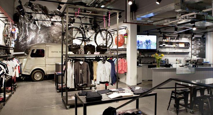 Si chiamano Bike Café i nuovi punti di ritrovo per gli amanti delle due ruote. Dove acquistare o farsi riparare la bici, partecipare a eventi e mostre bevendo e mangiando street food.Da Londra a Milano, da New York a Osaka