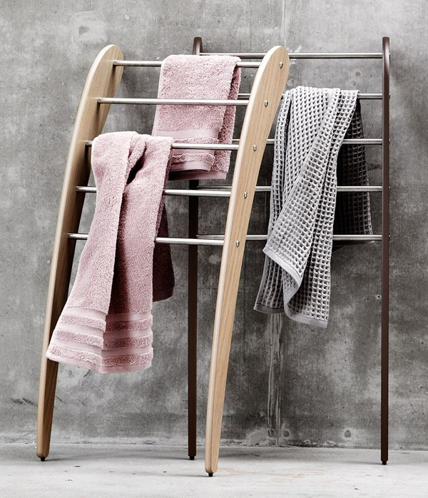 Free standing Dansani Mobile towel rack. Also a good choice if you need an extra clothes rack in the bedroom. Or for magazines etc.
