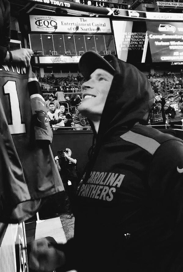 That smile He's a heartbreaker, easy to see why his fans lov him so much ( including me) #Luke Kuechly #Panthers