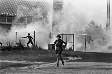 Renowned South African photographer Alfred Khumalo has died http://4.bp.blogspot.com/-8p_SrKcodMQ/TiqcBK7VksI/AAAAAAAAAZA/Pi8LQxX5ooE/s1600/uprising011.jpg