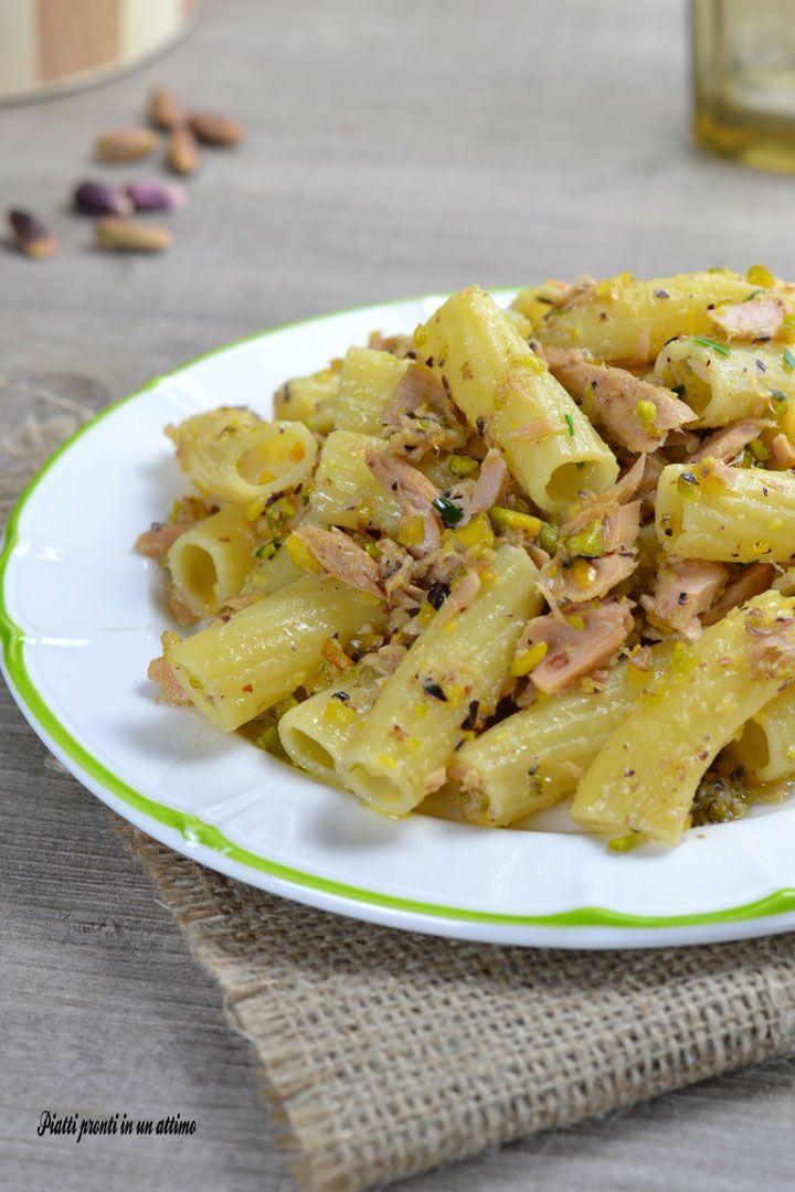 I tortiglioni con tonno e pistacchi sono un primo semplice ed ideale per il pranzo di tutti i giorni, ma perfetto anche per le occasioni speciali.