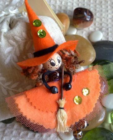 Broche fieltro bruja en naranja
