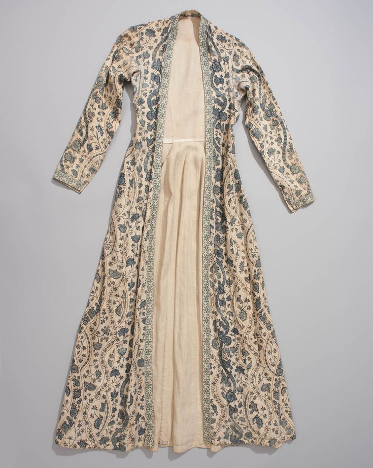 Wentke of indian sits, made in the the 18th century in Hindeloopen, the Netherlands. This was a part of the traditional costume for women, which was worn from about 1700 to 1850. Blue was worn for mourning.