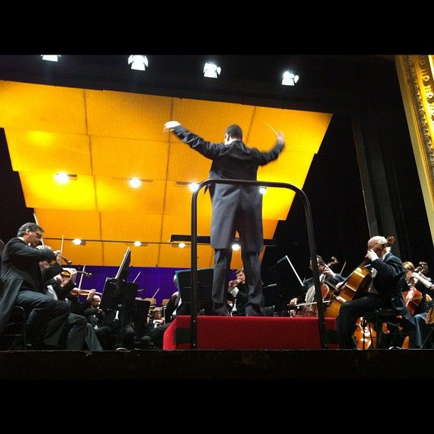 Maestro Vinicius Kattah in action at the Slovak National Theater (by manerex)