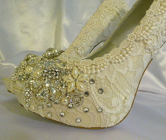 Vintage Lace Wedding Shoes .. 5 inch heel by everlastinglifashion