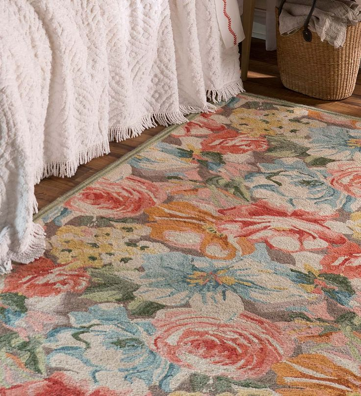 Our Exclusive Summer Breeze Wool Area Rug Puts The Beauty Of A Botanical Garden At Your Feet Gorgeous Design Highlights Season S Flowers In Vi