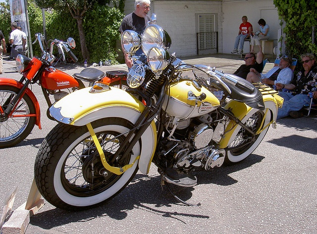 1942 Harley Davidson.