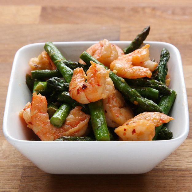 It's healthy and delicious! | This Healthy Shrimp And Asparagus Stir-Fry Is Under 300 Calories
