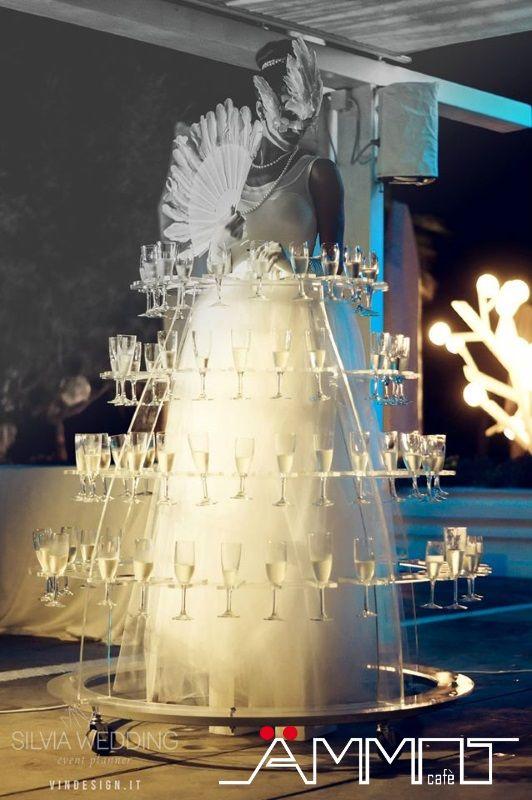 I festeggiamenti di un matrimonio in spiaggia non sono soltanto di tipo tradizionale, ma ci sono anche momenti divertenti e molto inusuali.