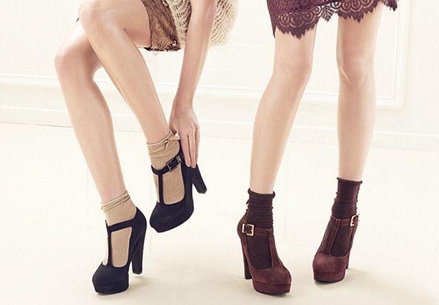 este tipo de zapatos tacón queda muy original con calcetines cortos, me encanta!!!!