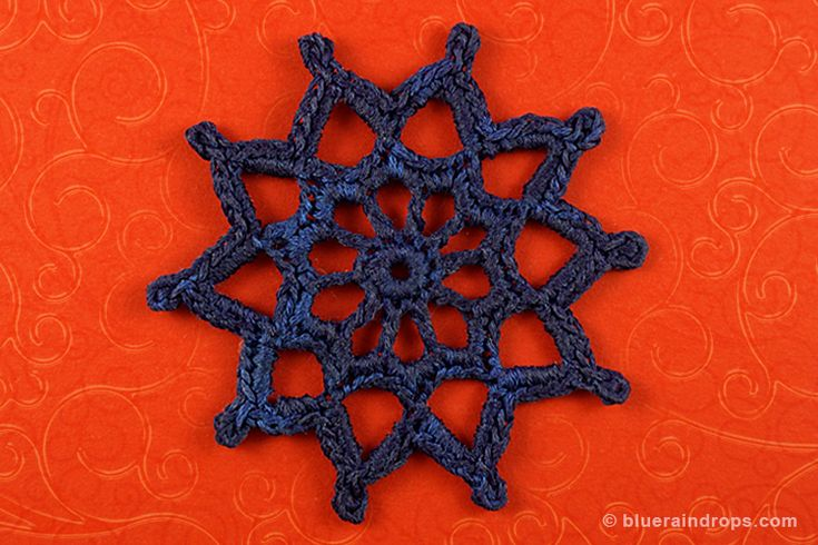 Crochet Medallion. Free tutorial and free blocking template here!