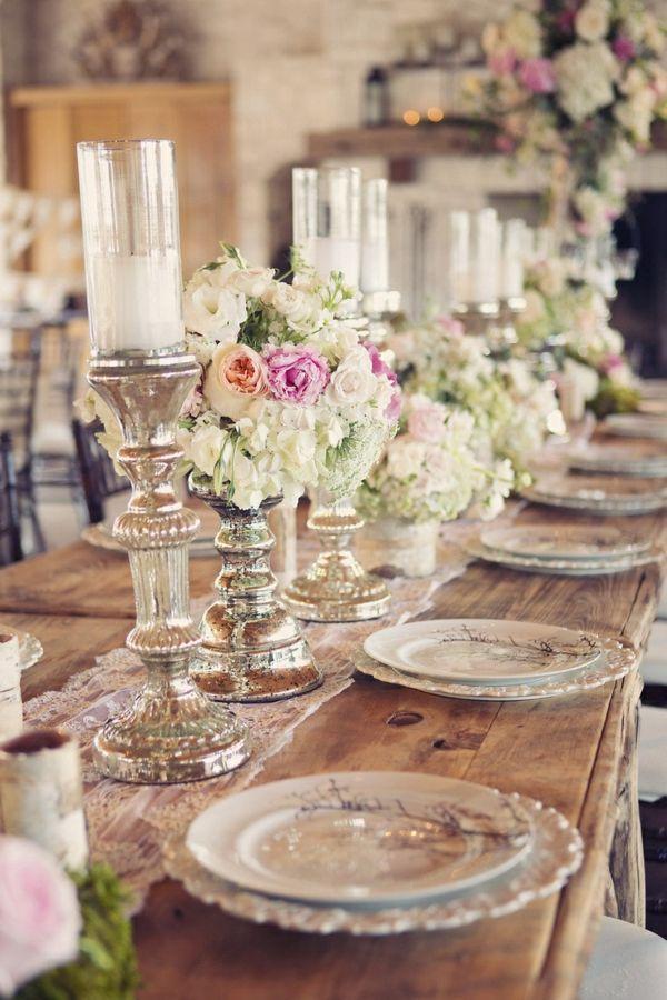 hochzeitstischdeko rosen und große kerzenständer silber