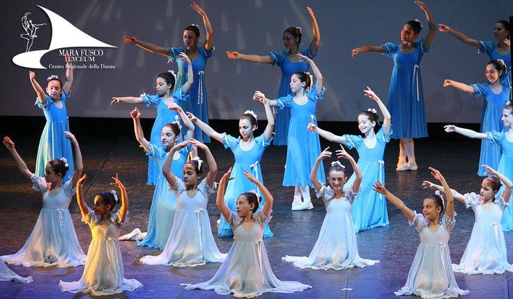 Il #Lyceum Mara Fusco vanta un'esperienza cinquantennale nell'insegnamento della #danza.Ogni bambina o bambino che sogni di imparare a danzare ha già ben chiaro, quando incrocia il suo cammino con il Centro Regionale della Danza, di trovarsi in una sorta di tempio del #balletto.L'impegno, la severità, la regola e l'amore che sottende ogni insegnamento affascinano i più piccoli che percepiscono la guida corretta che li condurrà lungo la via vera dell'arte. La #didattica di Mara Fusco...