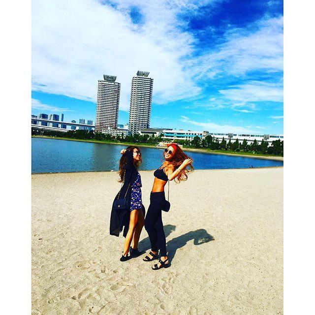 【2_ymke_11】さんのInstagramをピンしています。 《👯💗 ちかえとモデルごっこ🐷爆 すぐちょけるよね💖 ・ 月刊おじいちゃんに載れますように🙏🏾☀️♥️ #おじいちゃん集団のカメラがこっち向いてた件 ・ #bff#beach#bikini#sea#sunnyday#happy#aloha#hoaloha#mahalo#hawaii#surf#instagood#instalike#genic_mag#ビーチ#お台場#海#クラッシャー#水着#ピーカン#裸族#ハワイ#東京 ・ 海にいるとほんとーに幸せそうだな私…😂笑 ・》