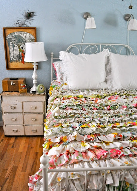 This is the most amazing quilt  - vintage sheet quilt ~~ love ruffles: Blessed Serendipity, Guest Bedrooms, Beds Spreads, Stores Budget, Thrift Stores, Beds Sheet, Guest Rooms, Ruffles Bedspreads, Vintage Sheet